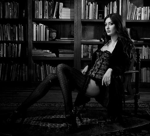 Helmut Newton_young woman